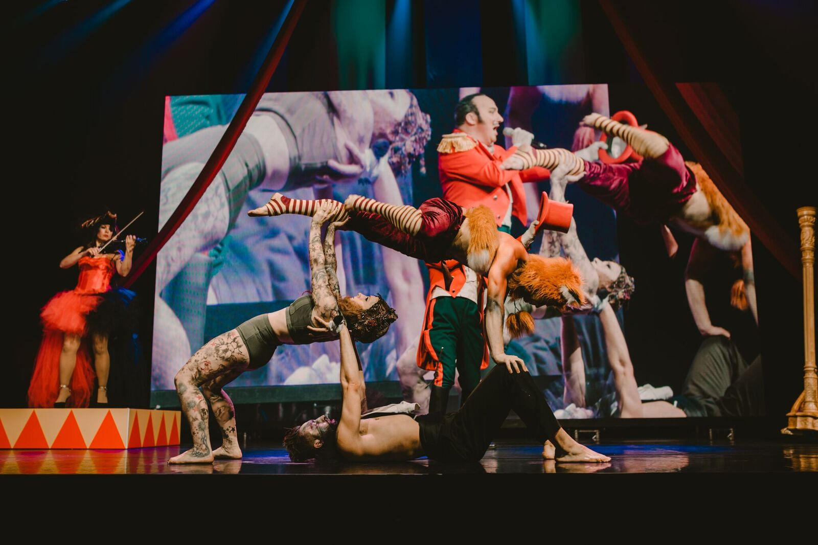 circus act performance acrboat dance stilts